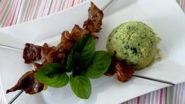 brochette d'agneau épicée et sa semoule aux herbes