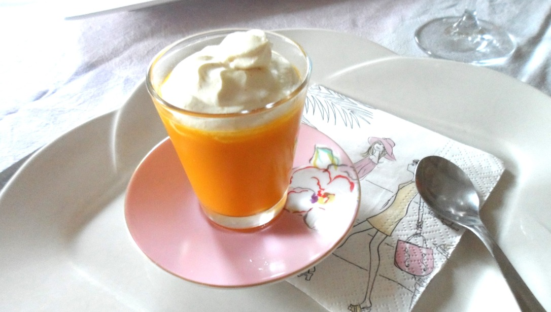 Gaspacho de carottes à l'orange et sa chantilly de curry.JPG