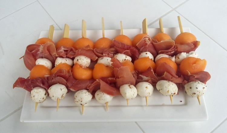 MINI brochettes de melon bocconcini jambon