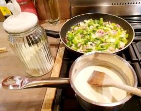 crepe fouree aux poireaux et lardons béchamel