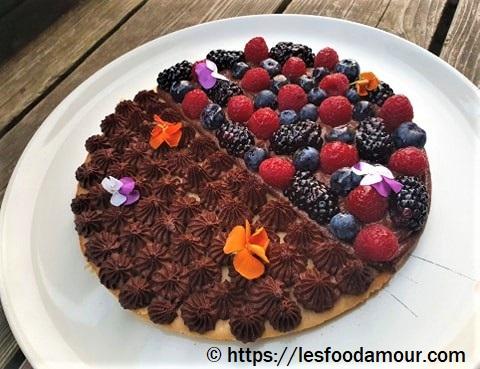 Duo de chocolats et ses fruits rouges sur biscuit à la cuiller