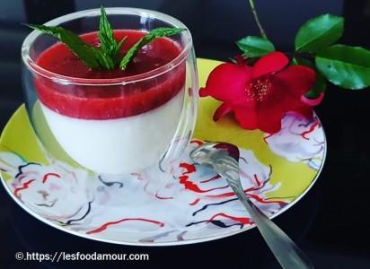 panna cotta au coulis de fraises et menthe