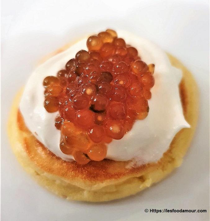 caviar végétal sur blinis maison et chantilly de citron vert